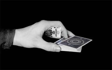 打叉子手机版的三张牌配叉子最大要优先配